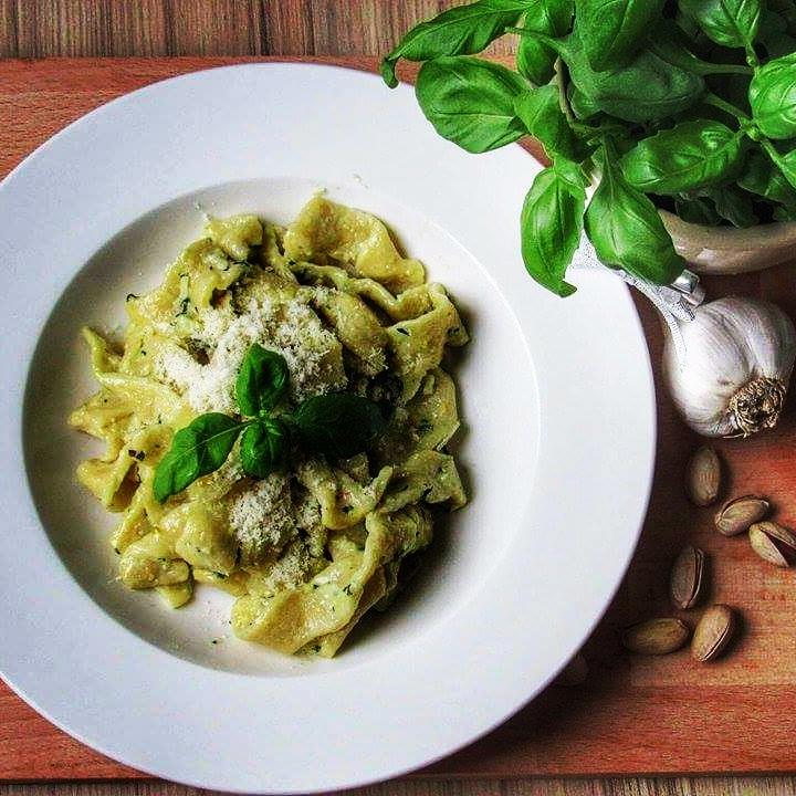 Domácí těstoviny s bazalkovo-pistáciovým pestem