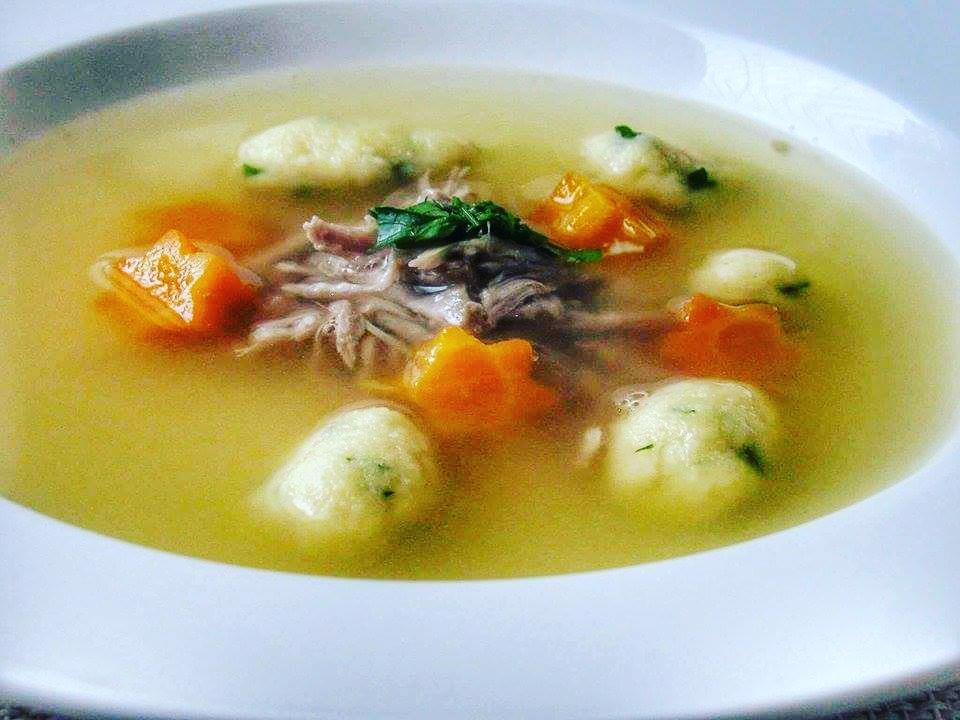 Krůtí polévka s petrželovými noky