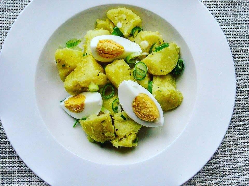 Bramborový salát s vejcem