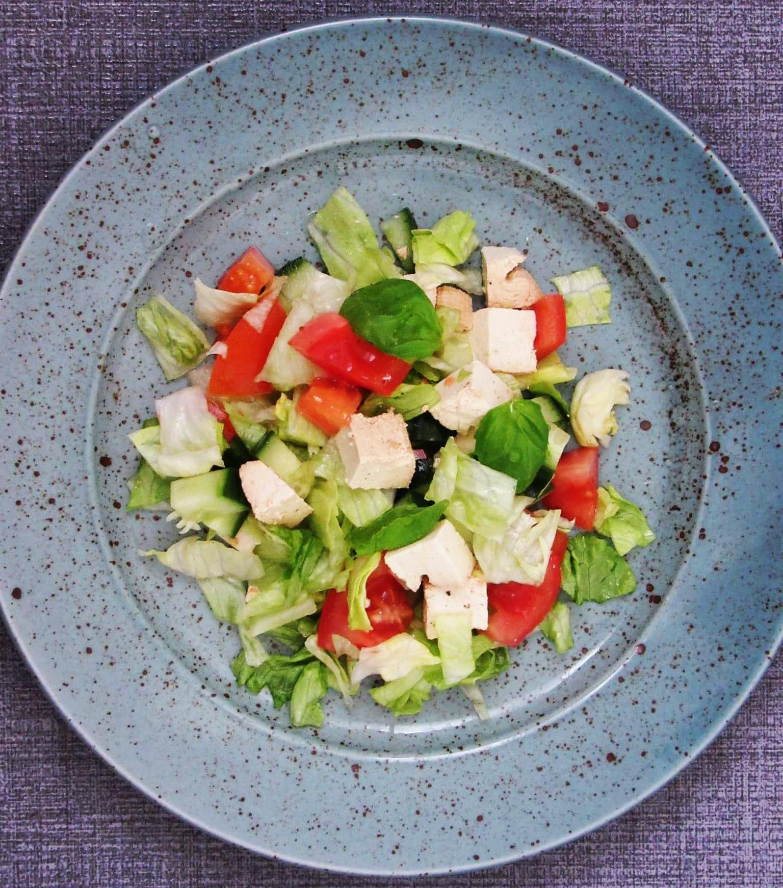 Zeleninový salát s uzeným tofu
