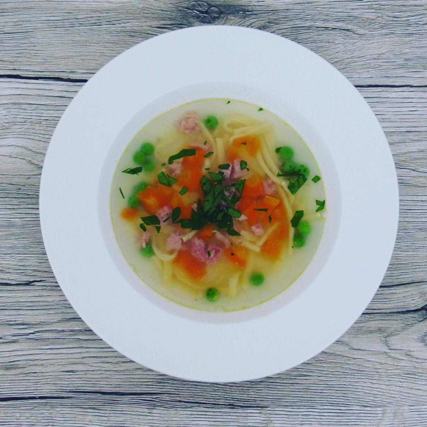 Uzená polévka s domácími nudlemi