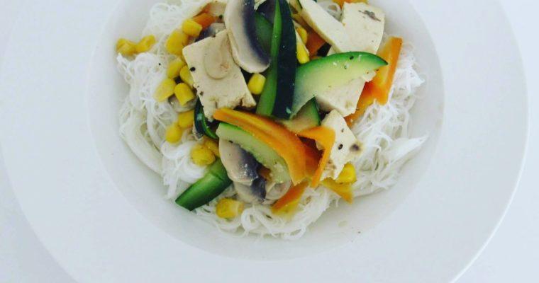 Tofu se zeleninou a nudličkami vermicelli