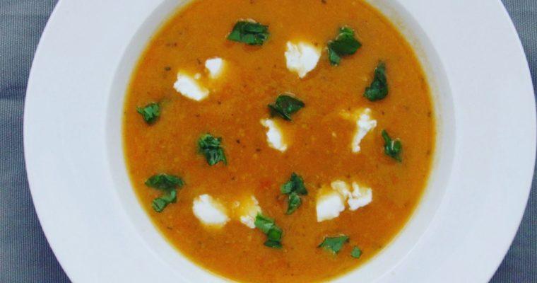 Rajčatová polévka s pohankou a cuketou