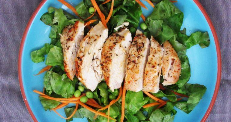 Šťávnaté kuřecí prso se salátem
